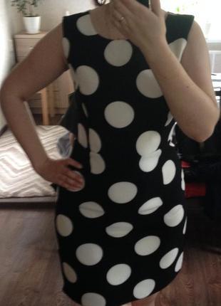 Крутое платье-сарафан в крупный горошек