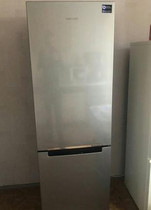 Продается двухкамерный холодильник Samsung