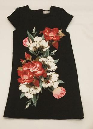 Платье из плотной ткани.