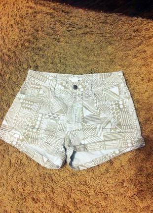 Стильные шорты с орнаментами от h&m хлопок