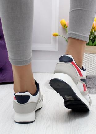 Легкие стильные женские кроссовки тренд 2020
