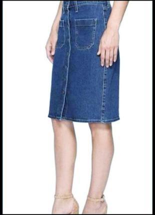 Джинсовая юбка карандаш до колен на пуговицах