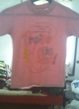 Розовая футболка с надписями