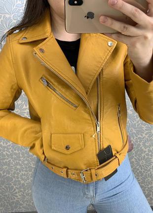 Женская куртка косуха из кожзама желтая
