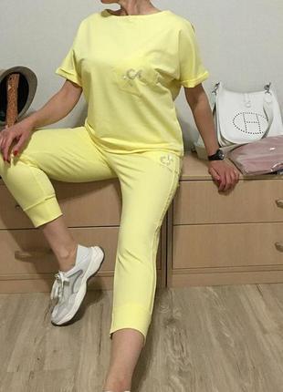 Летний спортивный костюм лимонного цвета