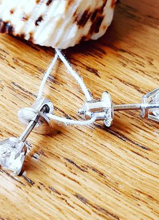 Серебряные серьгис закруткой (серьги-гвоздики)