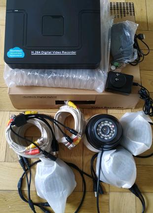 4-канальний комплект відеонагляду+ 4 внутрішні камери .