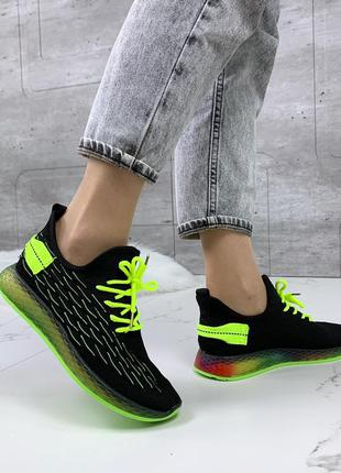 Чёрные текстильные кроссовки с неоновой подошвой,чёрные кроссо...