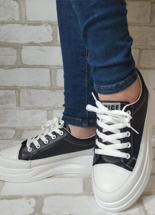 Стильные кроссовки черные женские