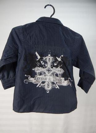 Темная рубашка с длинным рукавом
