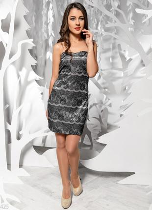 Серебристое вечернее платье с черным кружевом