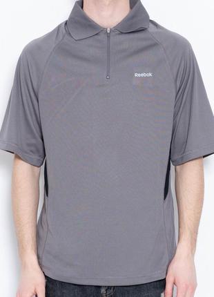 Серая мужская спортивная футболка с воротником