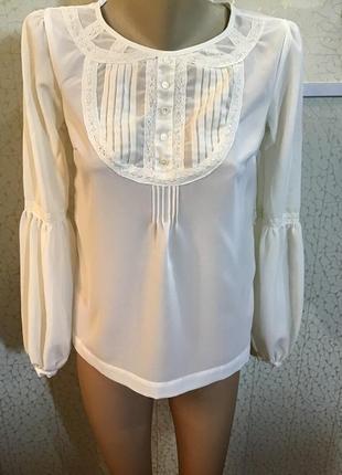 Нарядная блуза с кружевом молочного цвета