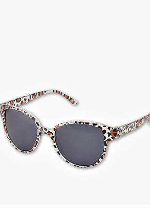 Детские солнцезащитные очки c&a