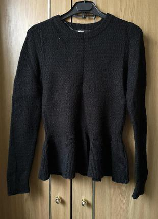 Черный свитер с баской