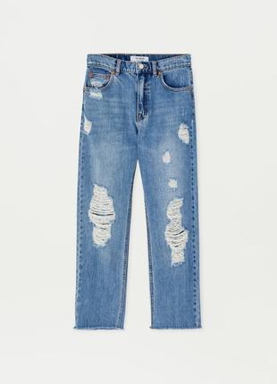 Стильные джинсы pull&bear mom с потёртостями и необработанным ...