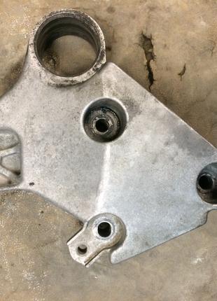 Б/у кронштейн двигателя правый 8200024812 ,1.9dci, Renault Laguna