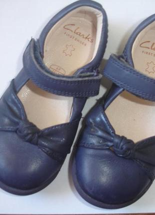 Фирменные clarks удобнейшие кожаные туфли на 22-23 размер
