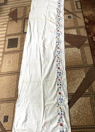 Белый ситцевый вышитый гладью ручная вышивка пидзорнык занавеска