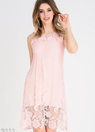 Розовое кружевное мини-платье без рукавов
