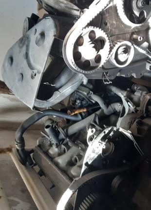 Два двигателя и коробка передач пассат В3