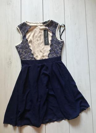 Темно синее платье с кружевом