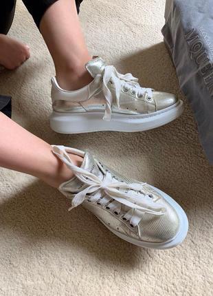 Alexander mcqueen серебряные кроссовки из металлизированной кожи