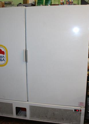 Большой холодильный шкаф универсальный
