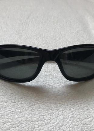 Чёрные солнцезащитные очки