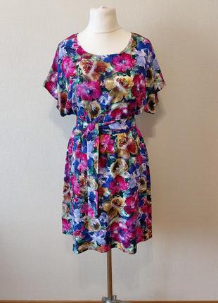 Очень красивое летнее платье в модный принт