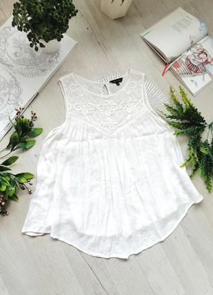 Блузка белая актуальная с кружевом идеальная для беременных