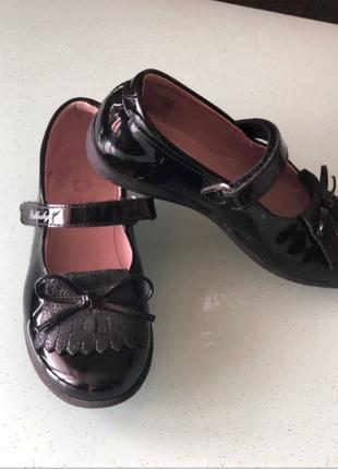 Лаковые туфельки для девочки