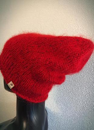 Теплая красная шапка бини из итальянского мохера
