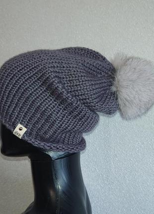 Серая шапка с бубоном зимняя
