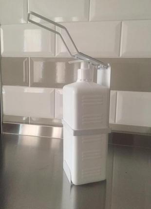 Белый локтевой дозатор для мыла и антисептика с 1 л тарой,