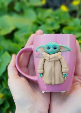 Чашка с декором веселая беби Йода девочка кружка подарок девушке