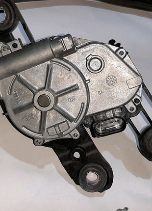 Skoda Rapid мотор заднего дворника, дворник