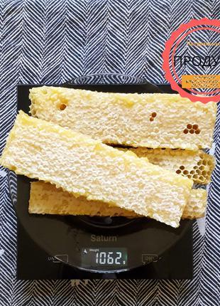 Мед у сотах