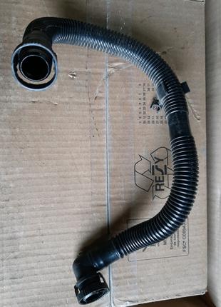 Патрубок вентиляции картера 06F103235
