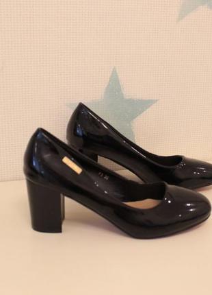 Черные туфли 36, 38 размера на устойчивом каблуке