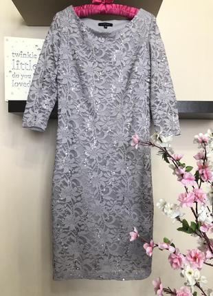 Красивое вечернее кружевное платье с пайетками