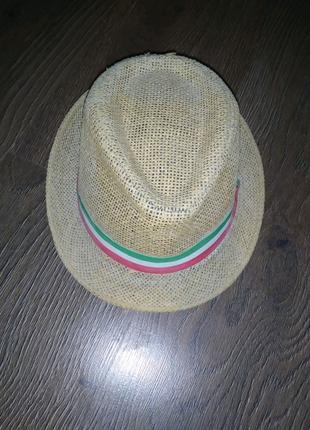 Бежевая соломенная детская шляпа с лентой