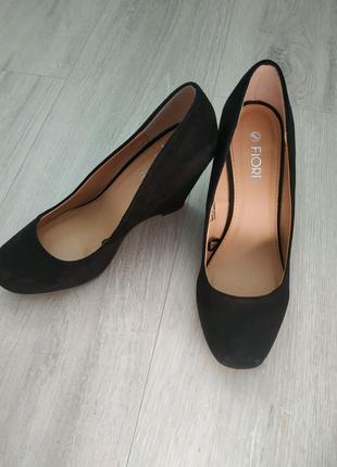 Туфли на танкетке, черные туфли, эко замша