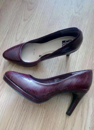 Туфли лодочки лаковые под змеиную кожу DEBENHAMS
