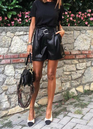 Zara оригинал новые кожаные шорты с поясом