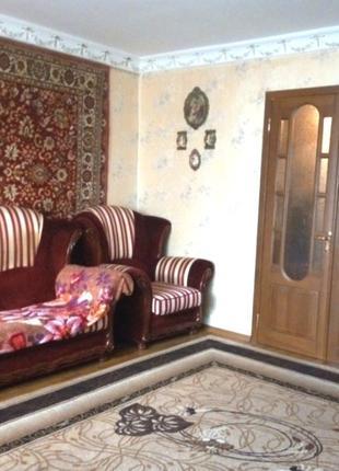 В продаже трехкомнатная комнатная квартира