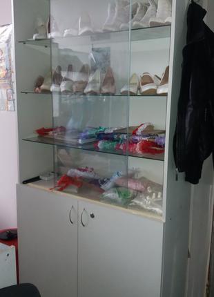 Шкафы торговые витринные белые - всего есть 3 шт