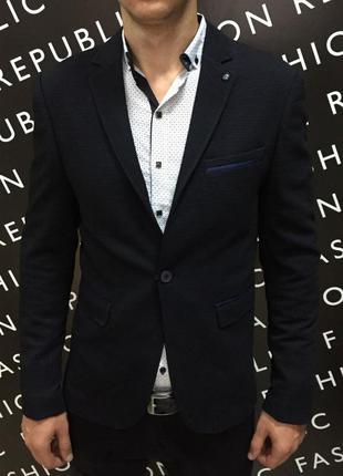 Пиджак мужской приталеный fr  синий в стиле бренда