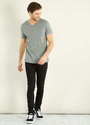 Мужская футболка regular fit с v-образным вырезом от kiabi, ор...