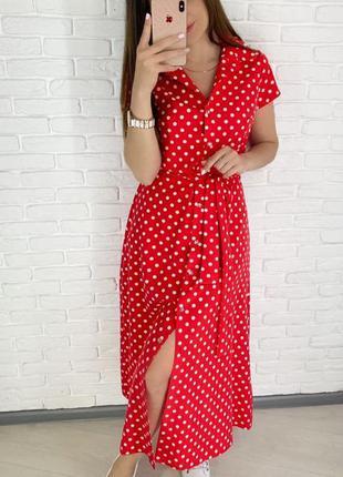 Красное длинное миди платье халат с ремешком в горошек с пугов...